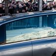 Le convoi funéraire de la dépouille du chanteur Johnny Hallyday descend l'avenue des Champs-Elysées accompagné de 700 bikers à Paris, France, le 9 décembre 2017.