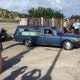 Le cercueil de Johnny Hallyday est transporté au funérarium de Saint-Jean à son arrivée à l'aéroport de Saint-Jean–Gustave III à Saint-Barthélemy, le 10 décembre 2017.