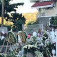 Laeticia Hallyday, ses fille Jade et Joy, Elyette Mamie rock (grand-mère de L. Hallyday), Jean Reno et sa femme Zofia se recueillent sur la tombe de Johnny Hallyday le lendemain de l'enterrement au cimetière marin de Lorient sur l'île Saint-Barthélemy, le 12 décembre 2017.