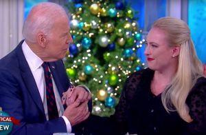 Joe Biden console la fille de John McCain, en larmes à cause du cancer