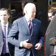 L'ancien vice président des Etats-Unis Joe Biden quitte le restaurant Nello sur Madison avenue à New York le 8 février 2017.