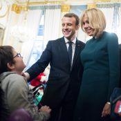 Emmanuel Macron et Brigitte avec leurs petits-enfants au Noël de l'Élysée