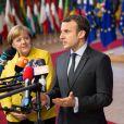 Le président Emmanuel Macron et la chancelière d'Allemagne Angela Merkel lors de la photo de famille des chefs d'état et de gouvernement de l'Union Européenne à Bruxelles le 14 décembre 2017.