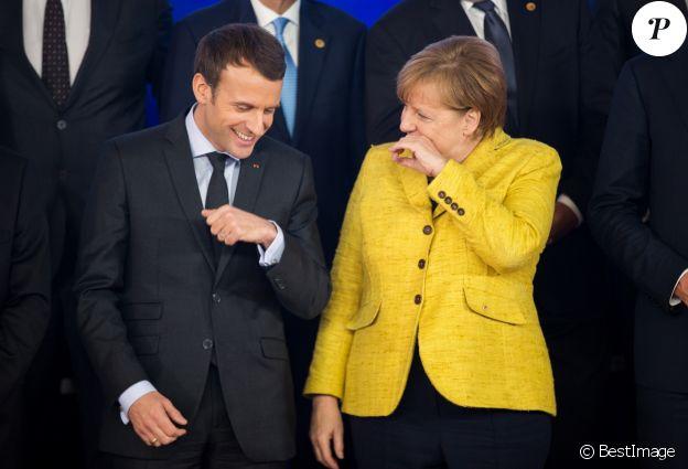 Le président Emmanuel Macron et la chancelière allemande Angela Merkel lors de la photo de famille des chefs d'état et de gouvernement de l'Union Européenne à Bruxelles le 14 décembre 2017.