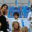 Andreia Marques, compagne de Lucho Gonzalez, avec leur fils Matteo dans les bras le 23 avril 2011 lors de la finale de la Coupe de la Ligue entre l'OM et Montpellier.