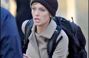 Une Angelina Jolie blonde et... en pleine cavale, regardez !