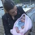 Alexia (SS7) et Louise lors de leur première sortie de famille au restaurant, le 3 juin 2017.