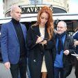 Maëva Coucke (Miss France 2018) signe des autographes devant le restaurant L'Avenue à Paris, le 18 décembre 2017. © Denis Guignebourg/Bestimage