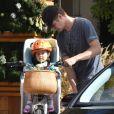 Hayden Christensen fait du vélo avec sa fille Briar Rose dans les rues de Toluca Lake, le 7 novembre 2017