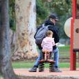 Exclusif - Hayden Christensen fait de la balançoire avec sa fille Briar Rose à Studio City, le 1er novembre 2017