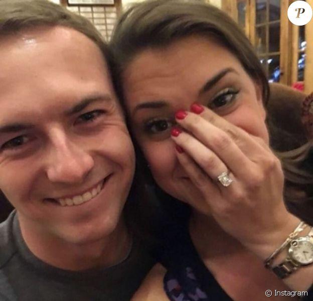 Jordan Spieth, numéro 2 mondial de golf, et son amour de jeunesse Annie Verret se sont fiancés, à en croire cette photo apparue sur les réseaux sociaux le 25 décembre 2017.