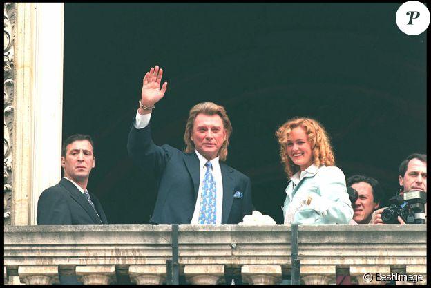 Mariage de Johnny et Laeticia Hallyday à la mairie de Neuilly-sur-Seine, le 25 mars 1996.