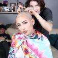 La youtubeuse Gaëlle Garcia Diaz se rase le crâne en vidéo.