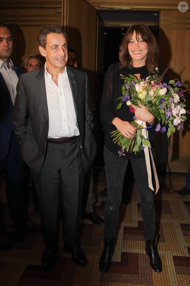 Nicolas Sarkozy et Carla Bruni, après le concert de cette dernière sur la scène du théâtre Pallas à Athènes, le 23 octobre 2017.
