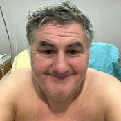 Pierre Ménès de nouveau opéré : Il donne des nouvelles depuis son lit d'hôpital