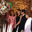 Margarita Zavala, la femme du président mexicain, présente à Carla Bruni et son époux les costumes traditionnels de son pays