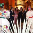 Festival de couleurs pittoresques, le couple français découvre tout des traditions de leur pays d'accueil