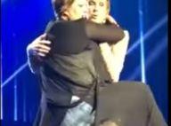 Céline Dion : Une fan lui grimpe dessus sur scène, grosse frayeur !