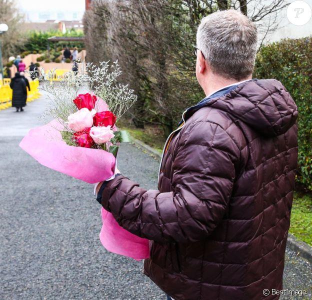 De nombreux fans de France Gall sont venus se recueillir devant le cercueil de la chanteuse au funérarium du Mont Valérien à Nanterre. Le 10 janvier 2018
