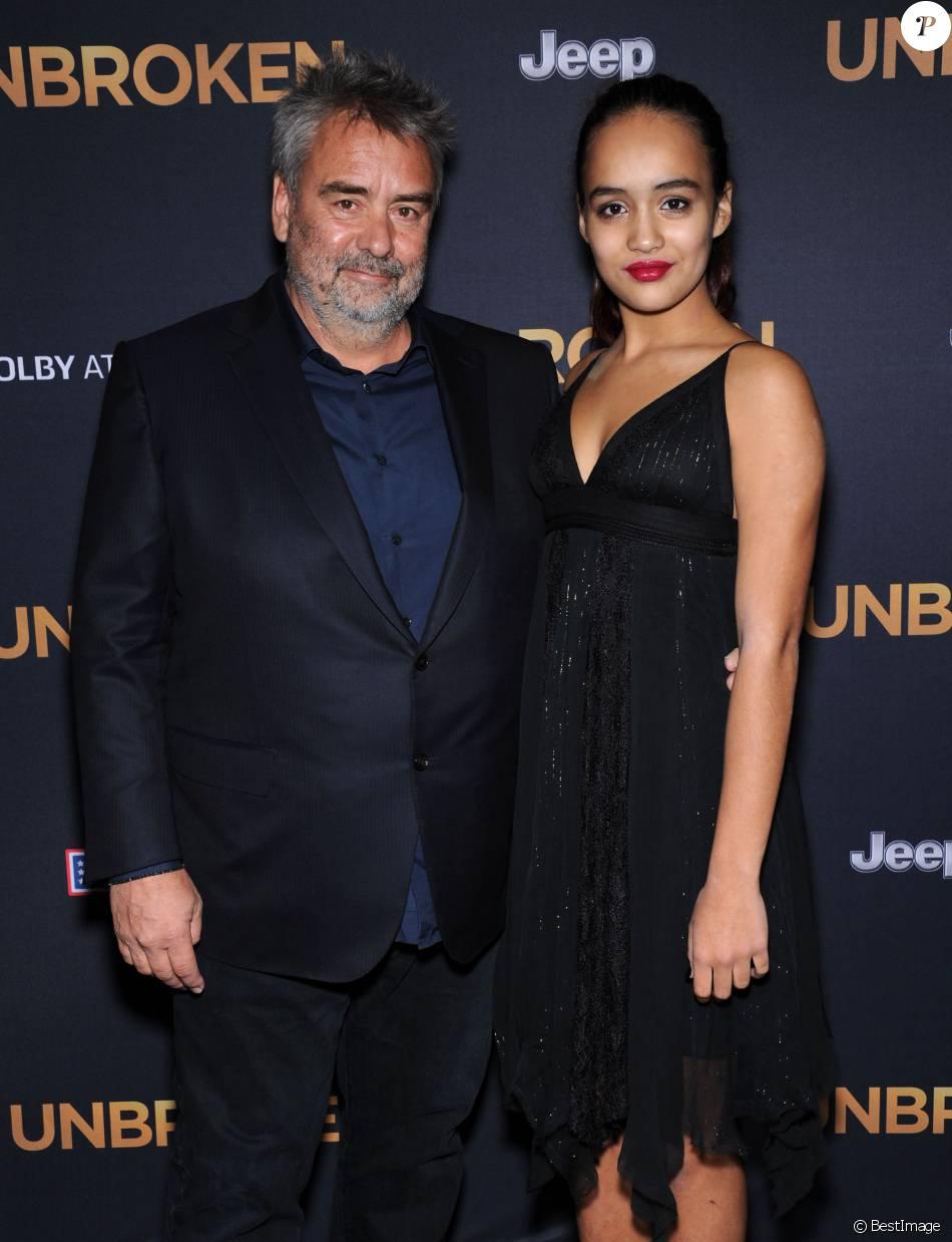"""Luc Besson et sa fille Thalia Besson à la première du film """"Invincible"""" à Hollywood, le 15 décembre 2014"""