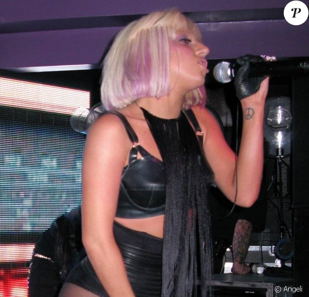 Lady GaGa, ultra hot lors de la soirée Star magazine du 11 mars 2009 au Apple Lounge