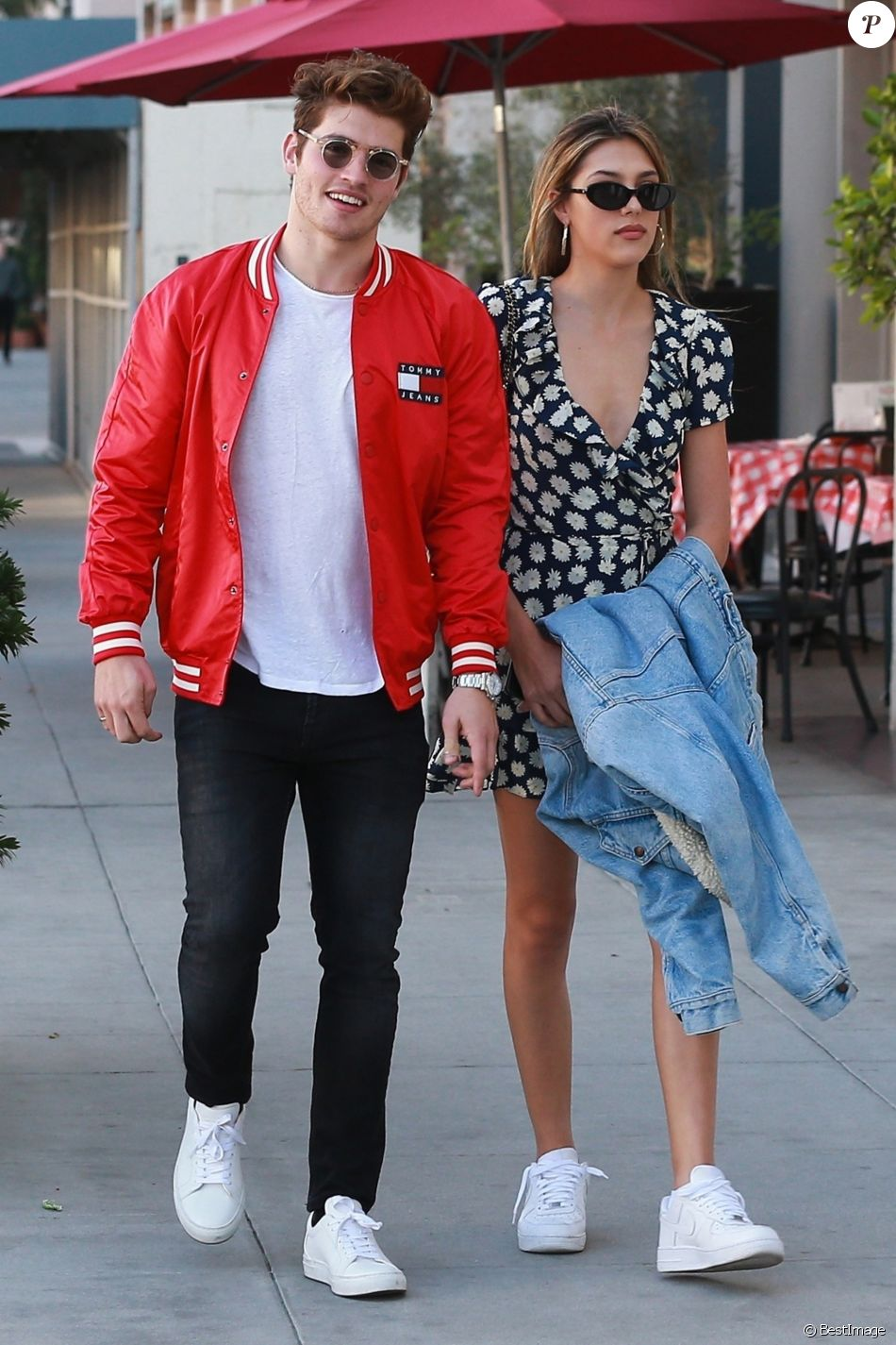 Gregg Sulkin et Sistine Stallone dans les rues de Beverly Hills le 24 janvier 2018