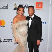 Chrissy Teigen, enceinte : Lumineuse pour les Grammy, avec John Legend