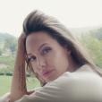 Angelina Jolie, sensuelle et romantique pour Mon Guerlain. (campagne 2017)