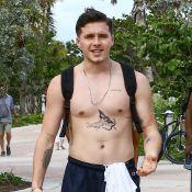 Brooklyn Beckham : Torse nu, il expose ses tattoos et réjouit ses admiratrices