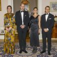 La duchesse Catherine de Cambridge, enceinte et en Erdem, le prince William, la princesse héritière Victoria de Suède et le prince Daniel lors d'un dîner à l'ambassade de Grande-Bretagne à Stockholm, le 30 janvier 2018.