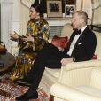 Le prince William et la duchesse de Cambridge, enceinte et en robe Erdem, lors de leur entretien avec le Premier ministre suédois Stefan Löfven et son épouse, à l'occasion d'un dîner à la résidence de l'ambassadeur de Grande-Bretagne à Stockholm le 30 janvier 2018.