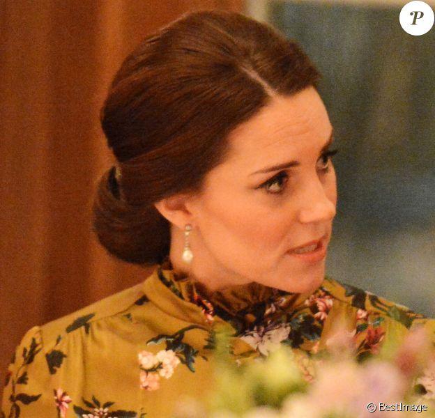 La duchesse Catherine de Cambridge, enceinte et vêtue d'une robe Erdem, lors d'un dîner à la résidence de l'ambassadeur de Grande-Bretagne à Stockholm le 30 janvier 2018.