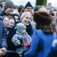 La duchesse Catherine de Cambridge, enceinte et couverte d'un manteau Catherine Walker, et le prince William ont visité le 1er février 2018 le parc de sculptures Princesse Ingrid Alexandra dans les jardins du palais royal, en compagnie de la reine Sonja de Norvège, du prince héritier Haakon, de la princesse Mette-Marit et de leur fille la princesse Ingrid Alexandra, dans le cadre de leur visite officielle en Scandinavie.