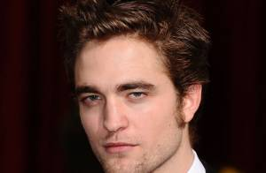 Robert Pattinson de Twilight embrasse un homme... Regardez !