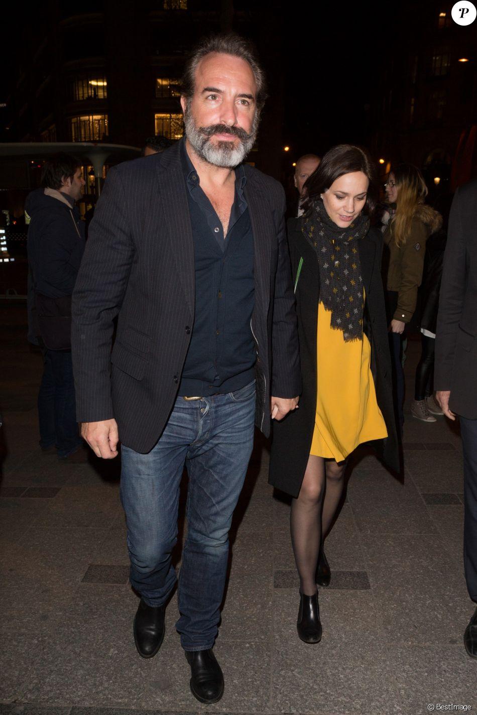 Jean dujardin et sa compagne nathalie p chalat arrivent for Age jean dujardin