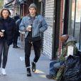Brooklyn Beckham se balade avec sa petite amie Chloe Grace Moretz dans les rues de New York. Chloe fait du vélo. Le 11 novembre 2017 © CPA/Bestimage 11/11/2017 - New York City