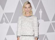 Margot Robbie : Angélique en robe blanche, comme Kaia Gerber