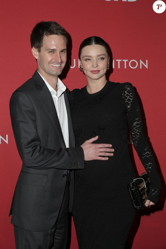 Miranda Kerr enceinte et son mari Evan Spiegel au vernissage de l'exposition 'Jasper Johns: Something Resembling Truth', en association avec Louis Vuitton, au musée The Broad. Los Angeles, le 8 février 2018.