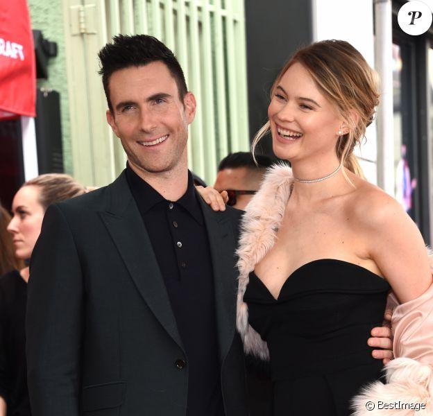 Adam Levine et sa femme Behati Prinsloo - Adam Levine reçoit son étoile sur le Walk of Fame à Hollywood, le 10 février 2017 © Chris Delmas/Bestimage