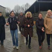"""Brigitte Macron : Sur le terrain et à l'écoute des """"Foulards noirs"""""""