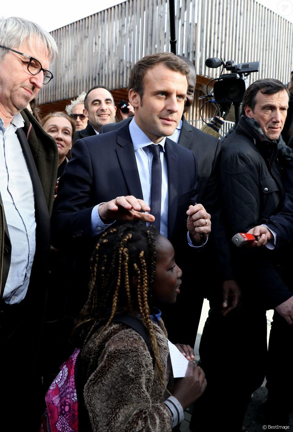 Emmanuel Macron, candidat à l'élection présidentielle pour le mouvement En Marche!, a effectué un déplacement aux Mureaux, les Yvelines, France, le 7 mars 2017. © Dominique Jacovides/Bestimage