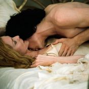 La belle Michelle Pfeiffer... dans les bras du chéri de Keira Knightley ! Regardez !
