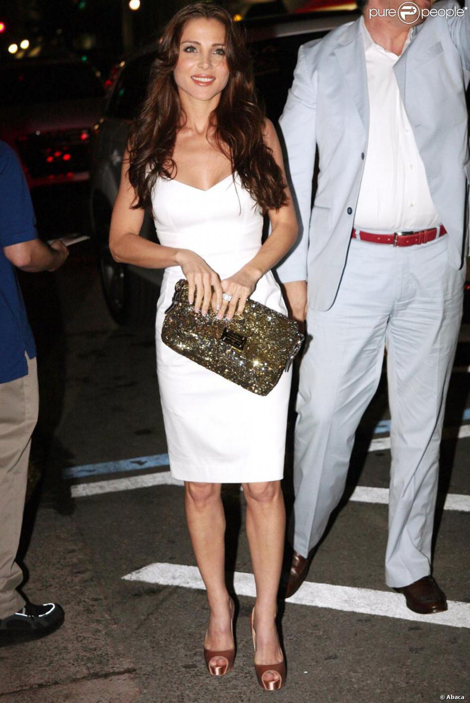 – Site Chaussures Blanche Avec Femme Mode Robe Populaire De N8nw0OPkZX