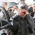 Kylie Jenner se cache des photographes à la sortie d'un rendez-vous médical à Beverly Hills, le 23 février 2018
