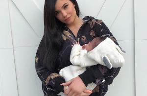 Kylie Jenner s'affiche en petite culotte et prend la pose avec sa fille Stormi