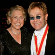 Elton John annonçait le décès de sa mère, Sheila Forebrother, le 4 décembre 2017 sur Instagram.