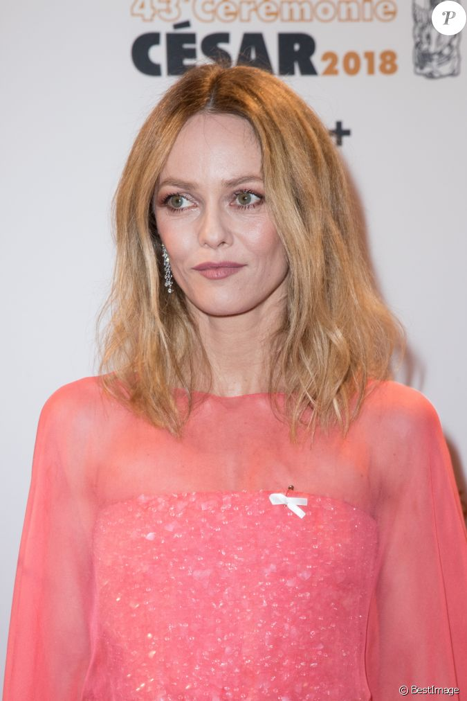 vanessa paradis porte le ruban maintenant on agit photocall de la 43 me c r monie des cesar. Black Bedroom Furniture Sets. Home Design Ideas
