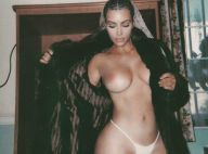 Kim Kardashian dîne seins nus et embrase la Toile