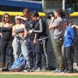 Kim Kardashian participe à un match de softball en famille à Los Angeles, le 6 mars 2018.