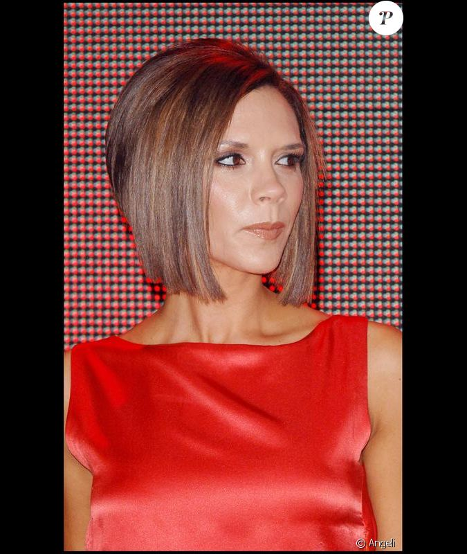 victoria beckham un v ritable petit cam l on ici les cheveux ch tains l 39 inauguration d 39 un. Black Bedroom Furniture Sets. Home Design Ideas